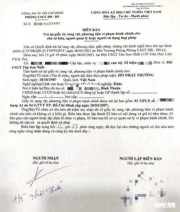 Vụ CSGT Tân Sơn Nhất vô cớ giữ giấy tờ xe: CSGT xin lỗi, trả lại giấy tờ - Ảnh 2.