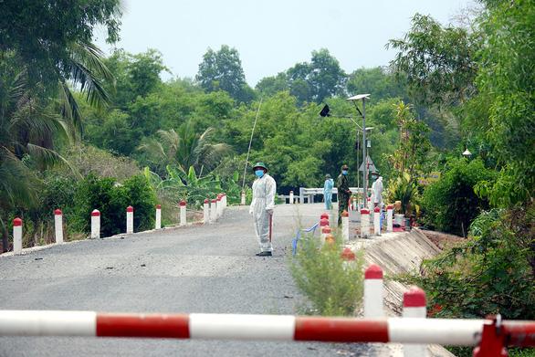 Tăng cường ngăn dịch ở biên giới khi Campuchia gỡ lệnh phong tỏa - Ảnh 1.