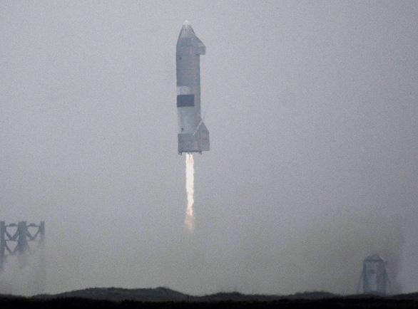 Tàu con thoi Starship hạ cánh ổn sau những thử nghiệm thất bại - Ảnh 3.