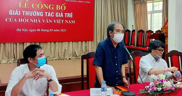 Ông Nguyễn Quang Thiều: Quyết tâm bảo vệ những giá trị mà chúng tôi trao giải - Ảnh 1.