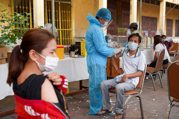Campuchia: Cả nước thêm 650 ca COVID-19, Phnom Penh dỡ phong tỏa trong lo lắng - Ảnh 4.