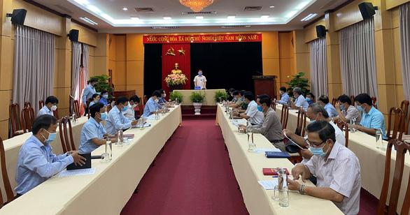 Thanh niên từ Đà Nẵng về mắc COVID-19, Quảng Ngãi cho học sinh, sinh viên nghỉ học - Ảnh 1.