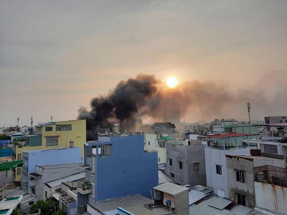 Cháy lớn nhà dân ở quận 11 - TP.HCM, 8 người chết - Ảnh 12.