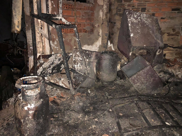 Cháy lớn nhà dân ở quận 11 - TP.HCM, 8 người chết - Ảnh 3.
