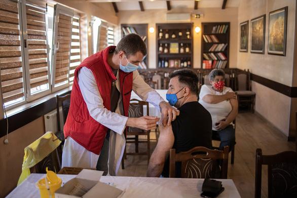 WHO bật đèn xanh cho vắc xin Sinopharm của Trung Quốc - Ảnh 1.