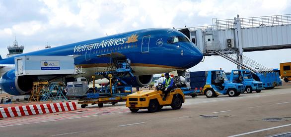 Khách mua vé máy bay Vietnam Airlines được hoàn, đổi do ảnh hưởng dịch COVID-19 - Ảnh 1.