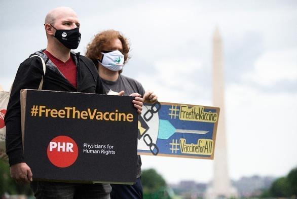 Bản quyền vắc xin COVID-19 đâu dễ cho không, biếu không - Ảnh 1.