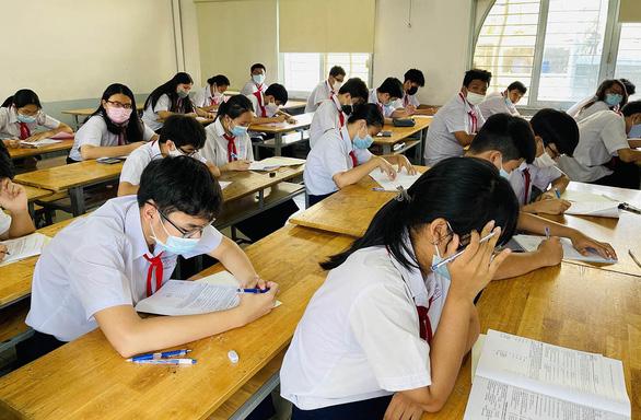 Nhiều trường ở TP.HCM sắp xếp cho học sinh học xong, thi xong trước 9-5 - Ảnh 1.