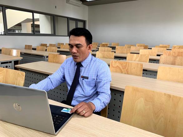 Các trường ĐH kéo dài thời gian học trực tuyến, thi cũng online - Ảnh 2.