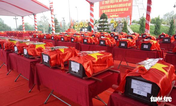 An táng 106 liệt sĩ quân tình nguyện hi sinh tại Lào - Ảnh 1.