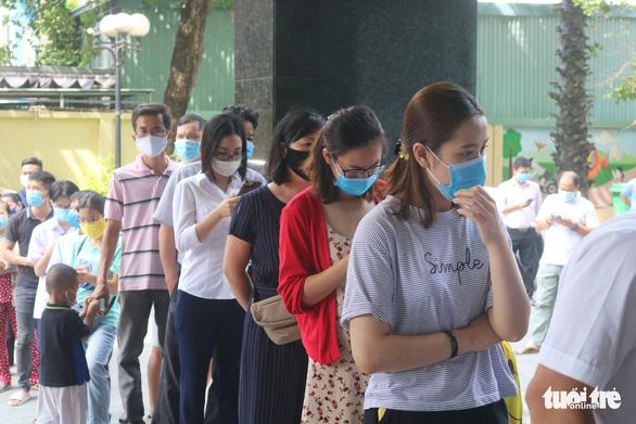 TP.HCM xét nghiệm COVID-19 gần 150 học sinh, giáo viên, phụ huynh liên quan ca F1 - Ảnh 4.