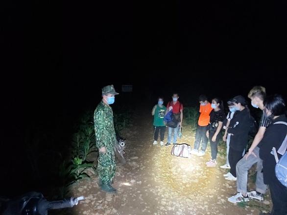36 người về từ Trung Quốc tìm cách nhập cảnh trái phép lúc rạng sáng - Ảnh 2.