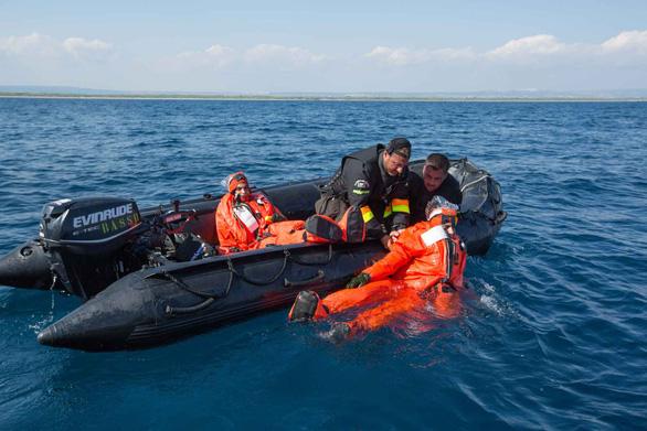 Ly kỳ giải cứu tàu ngầm dưới biển khơi - Kỳ 5: Thoát khỏi tàu ngầm được không? - Ảnh 3.