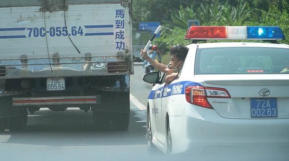 Bệnh viện cảm ơn cảnh sát giao thông phối hợp mở đường mang sự sống cho 2 bệnh nhân - Ảnh 2.
