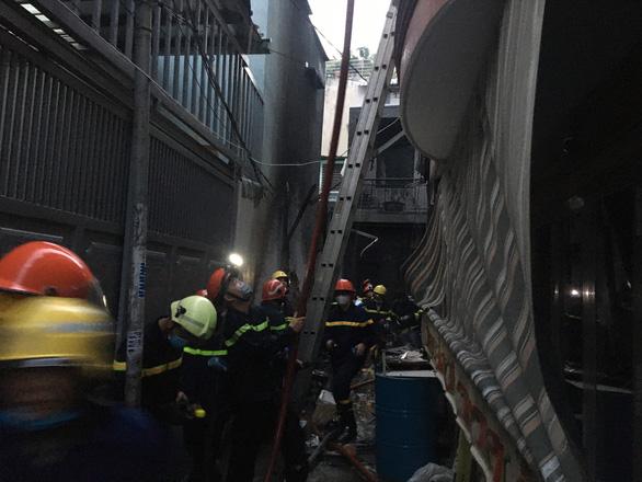 Cháy lớn nhà dân ở quận 11 - TP.HCM, 8 người chết - Ảnh 10.
