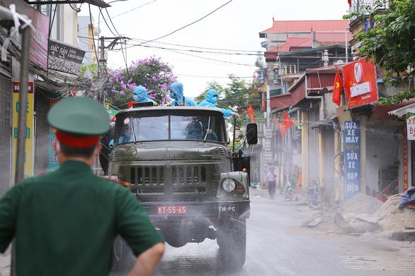 Phó chủ tịch Hà Nội yêu cầu các địa phương hỗ trợ kịp thời người dân vùng cách ly - Ảnh 3.