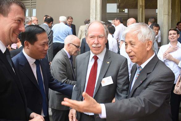 Trung tâm khoa học của giáo sư Trần Thanh Vân lại nóng - Ảnh 3.