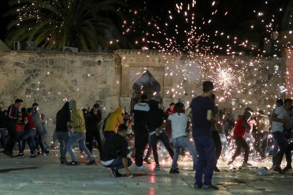 Gần 200 người bị thương trong vụ đụng độ ở Jerusalem - Ảnh 1.