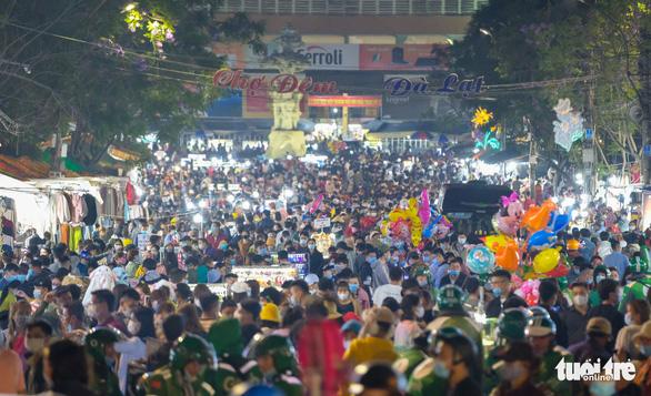 Bệnh nhân 3141 có 179 ca F1 ở Lâm Đồng, đi nhiều khu du lịch, chợ đêm Đà Lạt - Ảnh 1.