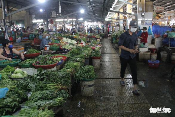 Trước giờ tem phiếu, chợ Đà Nẵng vẫn vắng vì năm ngoái ăn đồ tủ lạnh ớn rồi - Ảnh 3.