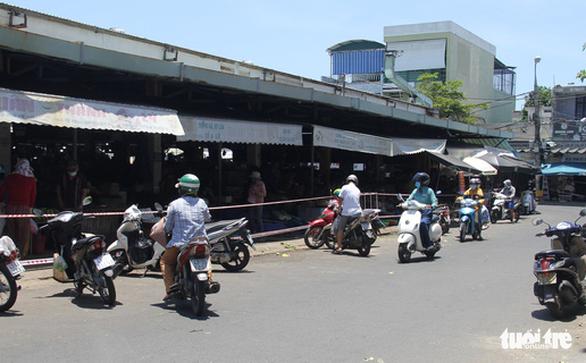 Trước giờ tem phiếu, chợ Đà Nẵng vẫn vắng vì năm ngoái ăn đồ tủ lạnh ớn rồi - Ảnh 5.