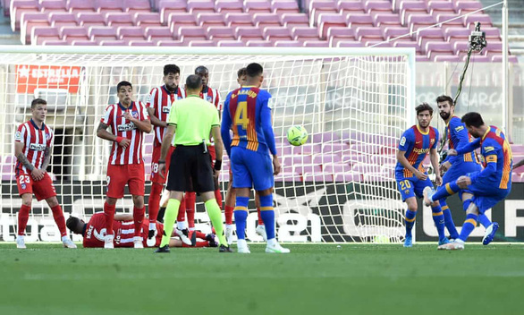 Barca chia điểm với Atletico Madrid ở trận chung kết sớm - Ảnh 1.