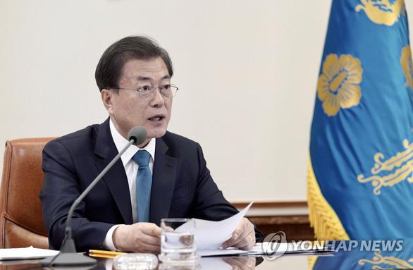Tổng thống Hàn Quốc: Tiêm vắc xin COVID-19 để tỏ lòng hiếu thảo với cha mẹ - Ảnh 1.