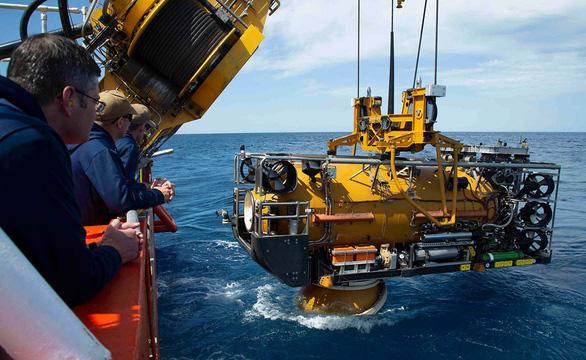 Ly kỳ cứu nạn tàu ngầm dưới biển khơi - Kỳ cuối: Từ buồng cứu nạn đến tàu lặn biển sâu - Ảnh 1.