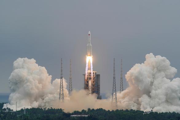 Trung Quốc: Các mảnh vỡ tên lửa Trường Chinh 5B đã rơi xuống Ấn Độ Dương - Ảnh 1.