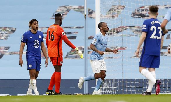 Thua ngược Chelsea, Man City chưa thể lên ngôi vô địch - Ảnh 1.