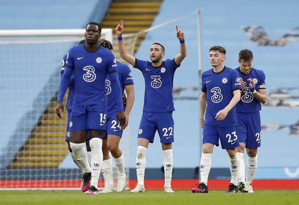 Thua ngược Chelsea, Man City chưa thể lên ngôi vô địch - Ảnh 3.