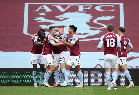 Man Utd níu kéo hi vọng vô địch sau chiến thắng ngược trước Aston Villa - Ảnh 1.