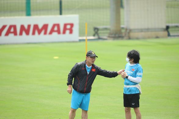 Xuân Trường: Cuộc cạnh tranh ở tuyến tiền vệ sẽ giúp ích cho đội tuyển Việt Nam - Ảnh 4.