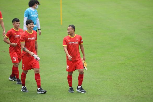 HLV Park Hang Seo bất ngờ đưa 29 cầu thủ sang UAE, trong đó có Văn Hậu - Ảnh 3.