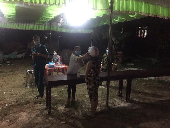 Thừa Thiên Huế phong tỏa một xã, giãn cách xã hội toàn huyện Phong Điền - Ảnh 1.