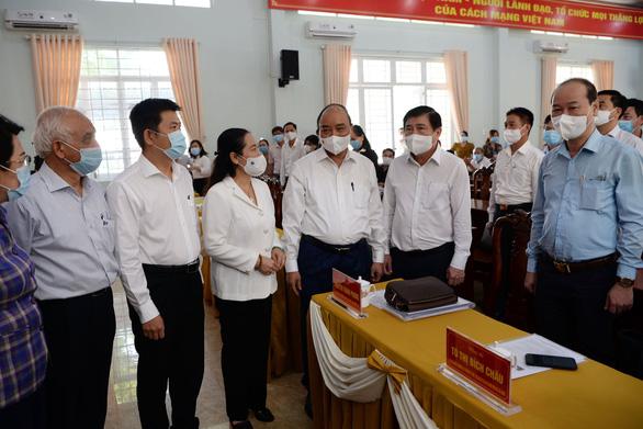 Chủ tịch nước Nguyễn Xuân Phúc tiếp xúc vận động bầu cử tại Củ Chi - Ảnh 1.