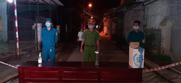 Buôn Ma Thuột phong tỏa 1 con hẻm, xét nghiệm nhanh cho 40 hộ gia đình - Ảnh 5.