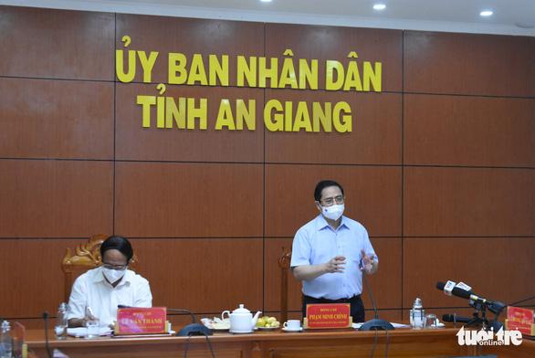 Thủ tướng họp trực tuyến khẩn cấp về tình hình dịch nước sôi lửa bỏng - Ảnh 1.