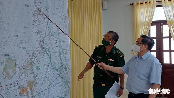 Thủ tướng Phạm Minh Chính thị sát vùng biên giới chỉ đạo phòng chống dịch - Ảnh 2.