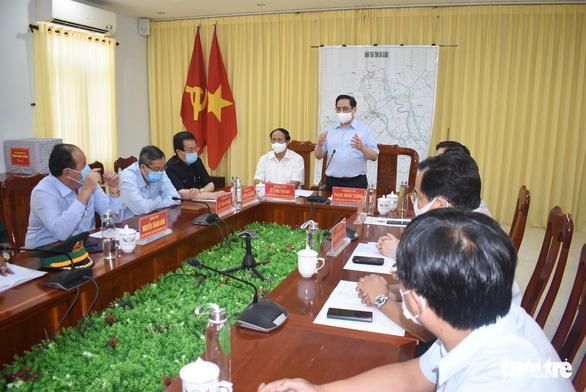 Thủ tướng Phạm Minh Chính thị sát vùng biên giới chỉ đạo phòng chống dịch - Ảnh 4.