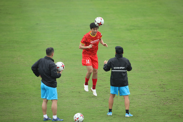 Xuân Trường: Cuộc cạnh tranh ở tuyến tiền vệ sẽ giúp ích cho đội tuyển Việt Nam - Ảnh 3.
