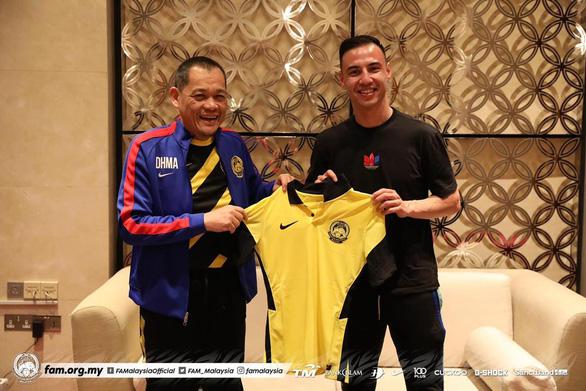 Cầu thủ từng đá Champions League tập trung cùng tuyển Malaysia đá vòng loại World Cup 2022 - Ảnh 1.