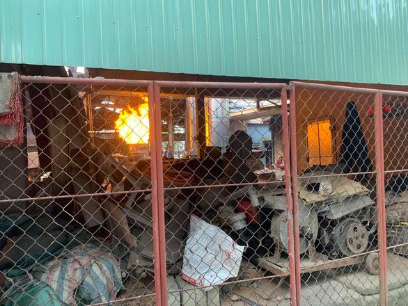 Lò đúc đồng gây ô nhiễm trong khu dân cư ở Huế - Ảnh 2.