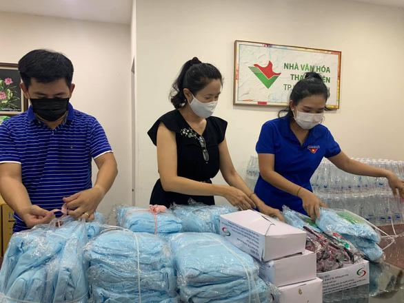 Peter Phạm, Quỳnh Hoa, Quốc Bình... tình nguyện hỗ trợ xét nghiệm COVID-19 ở Gò Vấp - Ảnh 5.
