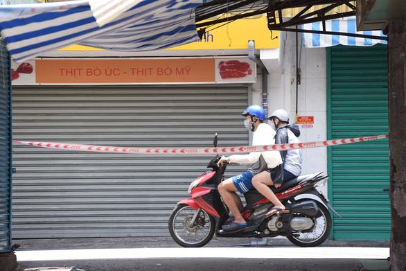 Chợ Phú Nhuận lại ngưng hoạt động, lấy mẫu xét nghiệm hơn 1.000 người - Ảnh 5.