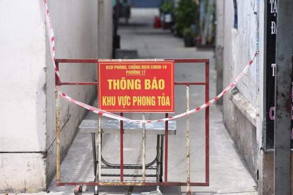 Chợ Phú Nhuận lại ngưng hoạt động, lấy mẫu xét nghiệm hơn 1.000 người - Ảnh 3.