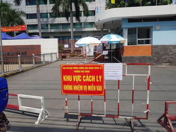 TP.HCM: Hai nhân viên Bệnh viện quận Tân Phú nghi mắc COVID-19 - Ảnh 1.