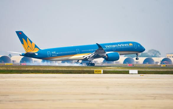 Hạn chế chuyến bay nội địa đến sân bay Tân Sơn Nhất trong 2 tuần - Ảnh 1.