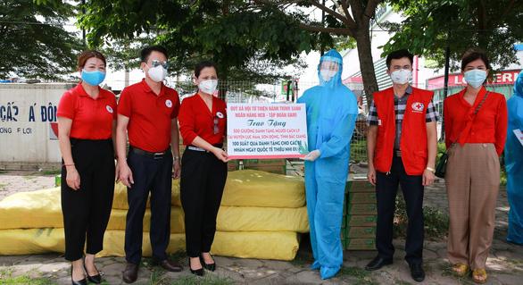 Quỹ Hành trình xanh và NCB ủng hộ gần 2 tỉ đồng hỗ trợ Bắc Giang và Bắc Ninh - Ảnh 1.