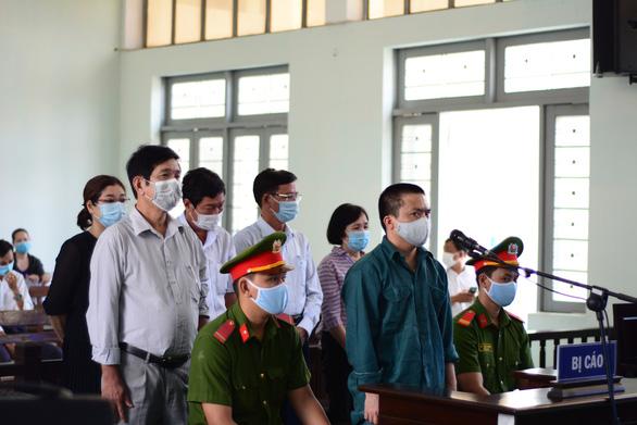 Hàng loạt cựu lãnh đạo Trung tâm Y tế Phan Thiết hầu tòa - Ảnh 1.